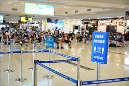 Siết chặt nhiều vòng kiểm soát phòng dịch tại sân bay Nội Bài