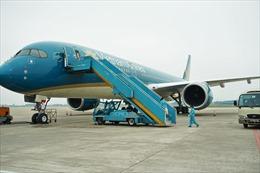 Hoàn thành chuyến bay chở trang thiết bị y tế hỗ trợ Lào