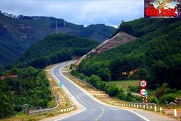 Đẹp hút hồn 'dải lụa' cao tốc La Sơn - Túy Loan sắp cán đích