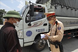 Xuất hiện lái xe vi phạm quy định phòng dịch khi chạy trên 'luồng xanh'