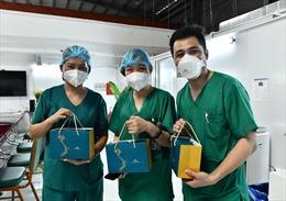 Gần 30.000 bánh trung thu đến với y, bác sĩ đang chống dịch tại phía Nam