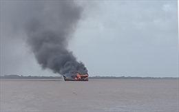 Bến Tre: Cháy 3 tàu cá đang neo đậu, thiệt hại hơn 12 tỷ đồng