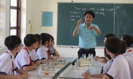 Thầy giáo trẻ gieo mầm tri thức