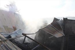 Bình Dương khống chế đám cháy tại căn nhà chứa nhiều phế liệu