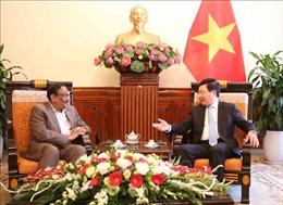 Phó Thủ tướng Phạm Bình Minh tiếp Thứ trưởng Thường trực Bộ Ngoại giao Bangladesh