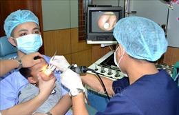 Bé trai khó thở, chảy máu mũi vì viên bi nhựa trong hốc mũi suốt 3 tháng