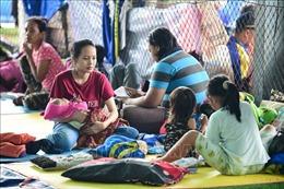 Indonesia: Nạn nhân thảm họa không dám rời trại trú ẩn vì sợ sóng thần tái diễn