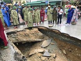 Ngập úng, xuất hiện nhiều 'hố tử thần' sau mưa lớn ở TP Vinh, Nghệ An