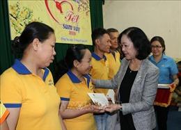 Trưởng ban Dân vận Trung ương tặng quà Tết cho công nhân tại Đồng Nai