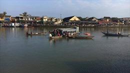Giận vợ, chồng lao ô tô xuống sông tự tử, 3 người trong gia đình thiệt mạng