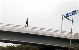 Một người nước ngoài tử vong khi rơi từ cầu vượt gần nhà ga T2 sân bay Nội Bài