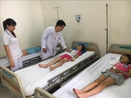 61 học sinh ồ ạt nhập viện nghi do ngộ độc thực phẩm