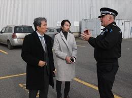 Vụ 39 thi thể trong xe tải: Đoàn công tác Đại sứ quán Việt Nam làm việc với cảnh sát Anh