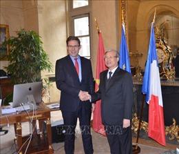 Đoàn đại biểu Đảng ta thăm và làm việc tại Cộng hòa Pháp