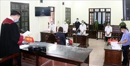 Hành hung cán bộ phòng chống dịch COVID-19, 4 đối tượng lĩnh 30 tháng tù giam