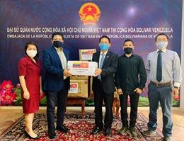 Việt Nam trao tặng vật tư y tế cho Venezuela