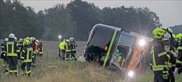 Ít nhất 31 người bị thương do lật xe khách tại Đức