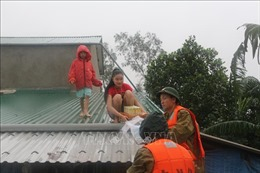 Nỗ lực giúp người dân vùng lũ huyện Hưng Nguyên, Nghệ An