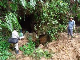 Đi tìm vàng, một người bị mất tích khi rơi xuống hang sâu khoảng 500m