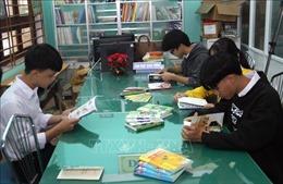 Trao tặng 'Tủ sách Đinh Hữu Dư' cho các trường học ở huyện miền núi Quảng Nam