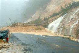 Mưa lớn gây sạt lở trên Quốc lộ 27C, đường Nha Trang – Đà Lạt bị chia cắt