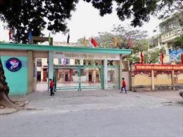 Khẩn trương xác định nguyên nhân trên 100 học sinh Trường Tiểu học Nguyễn Trãi nghỉ học