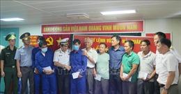 Đưa 6 ngư dân Bình Định gặp nạn vào bờ an toàn