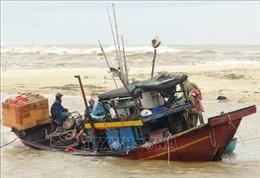Bão số 13 suy yếu thành áp thấp nhiệt đới, nguy cơ sạt lở từ Hà Tĩnh đến Quảng Nam