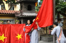 Lễ trao tặng và thượng cờ Tổ quốc tại Trung ương Giáo hội Phật giáo Việt Nam