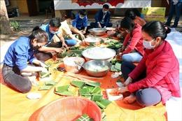 Hải Dương: Gói hàng nghìn bánh chưng tặng người dân trong các khu cách ly