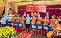 Phó Thủ tướng Trương Hòa Bình thăm, chúc Tết tăng ni phật tử Khmer