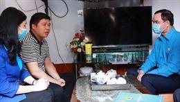 Chủ tịch Tổng Liên đoàn Lao động Việt Nam thăm hỏi công nhân bị tai nạn lao động