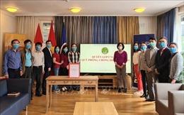 Đại sứ quán Việt Nam tại Thụy Sĩ quyên góp ủng hộ Quỹ phòng, chống dịch COVID-19
