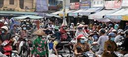 Nguời dân đổ xô đi mua hàng hóa, tăng nguy cơ lây lan dịch bệnh