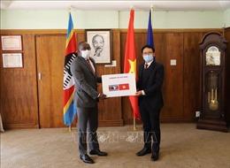 Cộng đồng người Việt Nam tại Nam Phi hỗ trợ các nước châu Phi phòng, chống dịch