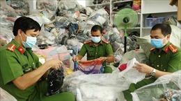 Tạm giữ hơn 14.400 sản phẩm không rõ nguồn gốc, nhập lậu