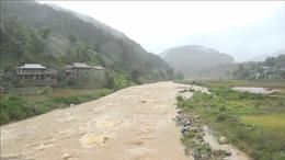 Hai người bị mất tích do nước lũ cuốn trôi ở Yên Bái