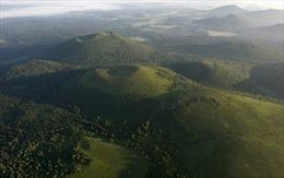 UNESCO công nhận dãy núi lửa Puys là di sản thiên nhiên mới tại Pháp