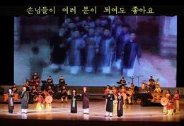 'Ánh dương Mùa Xuân' say lòng người dân Triều Tiên