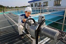 Giám sát chất lượng nước tại các nhà máy nước đô thị và trạm cấp nước nông thôn