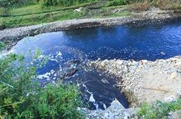 Bắt quả tang cơ sở giặt mài xả thải trực tiếp ra sông Bắc Hưng Hải