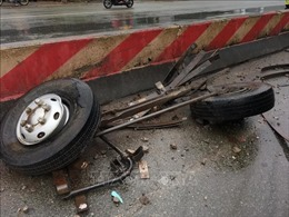 Xe khách tông trực diện xe tải, một lái xe tử vong