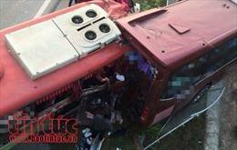 Hai xe chở quá tải đâm nhau tại Trung Quốc làm 6 người thiệt mạng