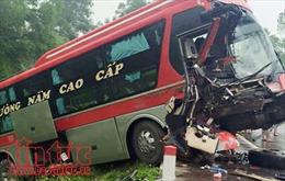 Quảng Ninh: Xe container va chạm với xe khách trên quốc lộ 18, ba người tử vong