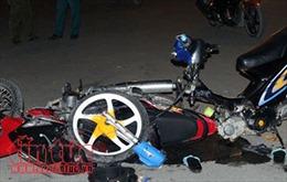 Xe máy 'kẹp' 5 tự đâm vào dải phân cách làm 4 người thiệt mạng, 1 người nguy kịch