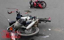 Hai xe máy đâm trực diện lúc rạng sáng khiến 2 người tử vong