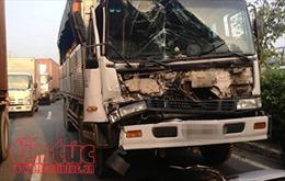 Kịp thời cắt cabin, cứu tài xế bị mắc kẹt sau va chạm giao thông