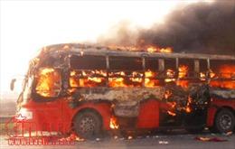 Xe khách giường nằm chở 20 người bị cháy rụi trên đường tránh Huế