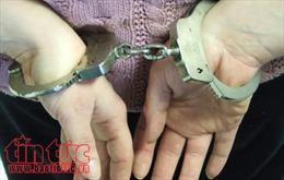 Quảng Bình bắt giữ hai đối tượng vận chuyển pháo trái phép