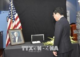 Nhiều tổ chức, cá nhân đến chia buồn Thượng nghị sĩ John McCain qua đời